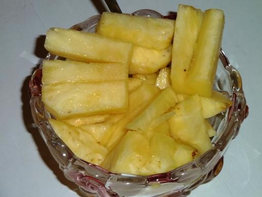 суров ананас