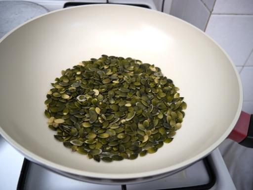 печене на тиквени семки в тиган