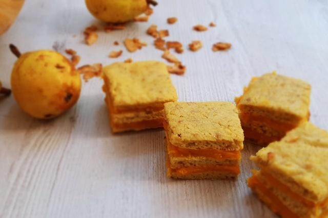 Пастички от тесто с круши и тиквен крем