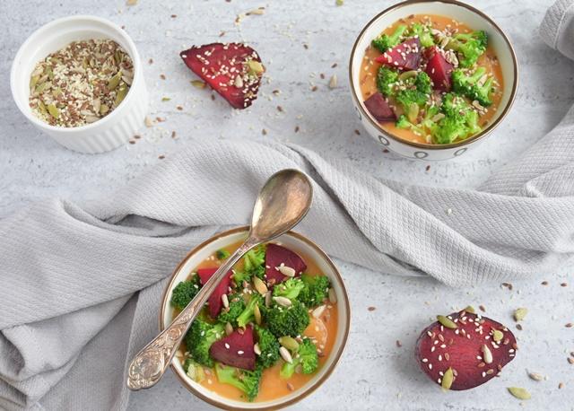 Супа с броколи, червено цвекло и семена (веган)