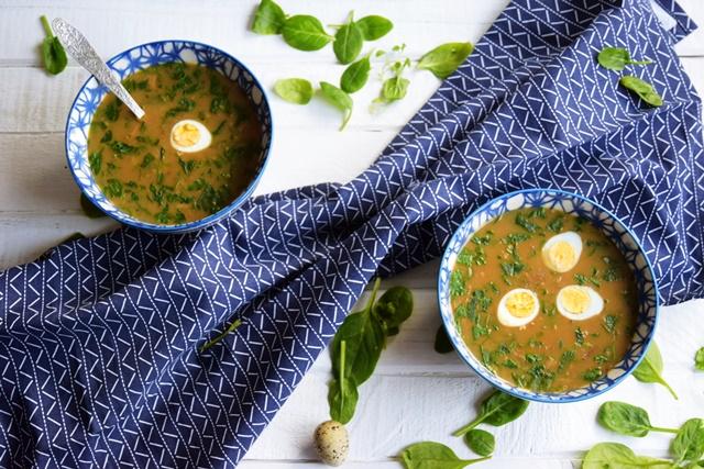 Супа с манатарки, киноа, пъдпъдъчи яйца и спанак