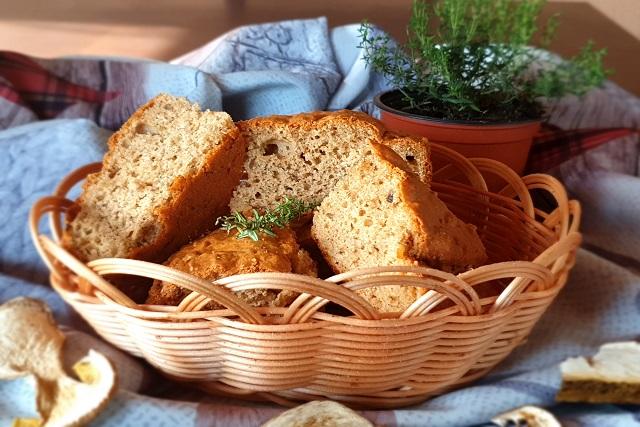 Солен кекс със сушени манатарки, мащерка и кашкавал